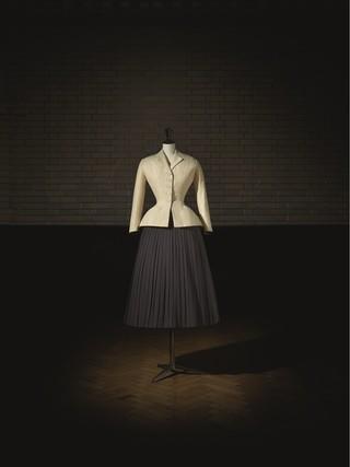 1548861970228-Christian-Dior-Bar-suit-HC-SS-1947-Corolle-Line-Victoria-and-Albert-Museum-c-Laziz-Hamani