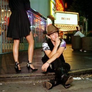 Bono su Sunset Boulevard. Los Angeles, 1988 © Iconic Images