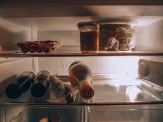 Kennys Kühlschrank ist gefüllt mit Selbstgemachtem