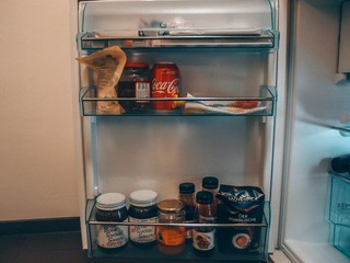 Kennys Kühlschranktüre voller Dipsaucen