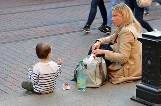 Mother_and_child_sitting_on_the_pavement