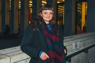 Diana vor Uni Bibliothek