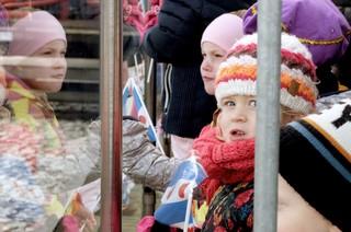 kinderen tijdens de intocht van Sint Piter