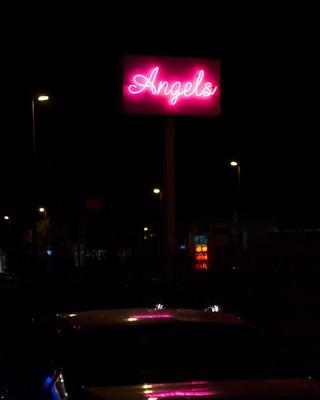 angels-neon-reclame-Jonas-Van-der-Haegen-where-did-we-meet-last-time