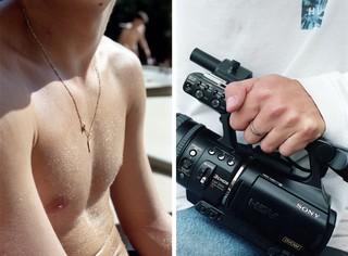 jongen in bloot bovenlijf en oude filmcamera, foto door Cléo-Nikita Thomasson