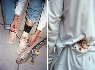 jonge skater knoopt veters, tshirt met bloed, foto door Cléo-Nikita Thomasson