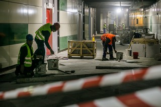 muncitori metrou bucuresti