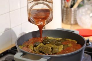 1550665338483-AA-Pouring-tomato-sauce-onto-dolma