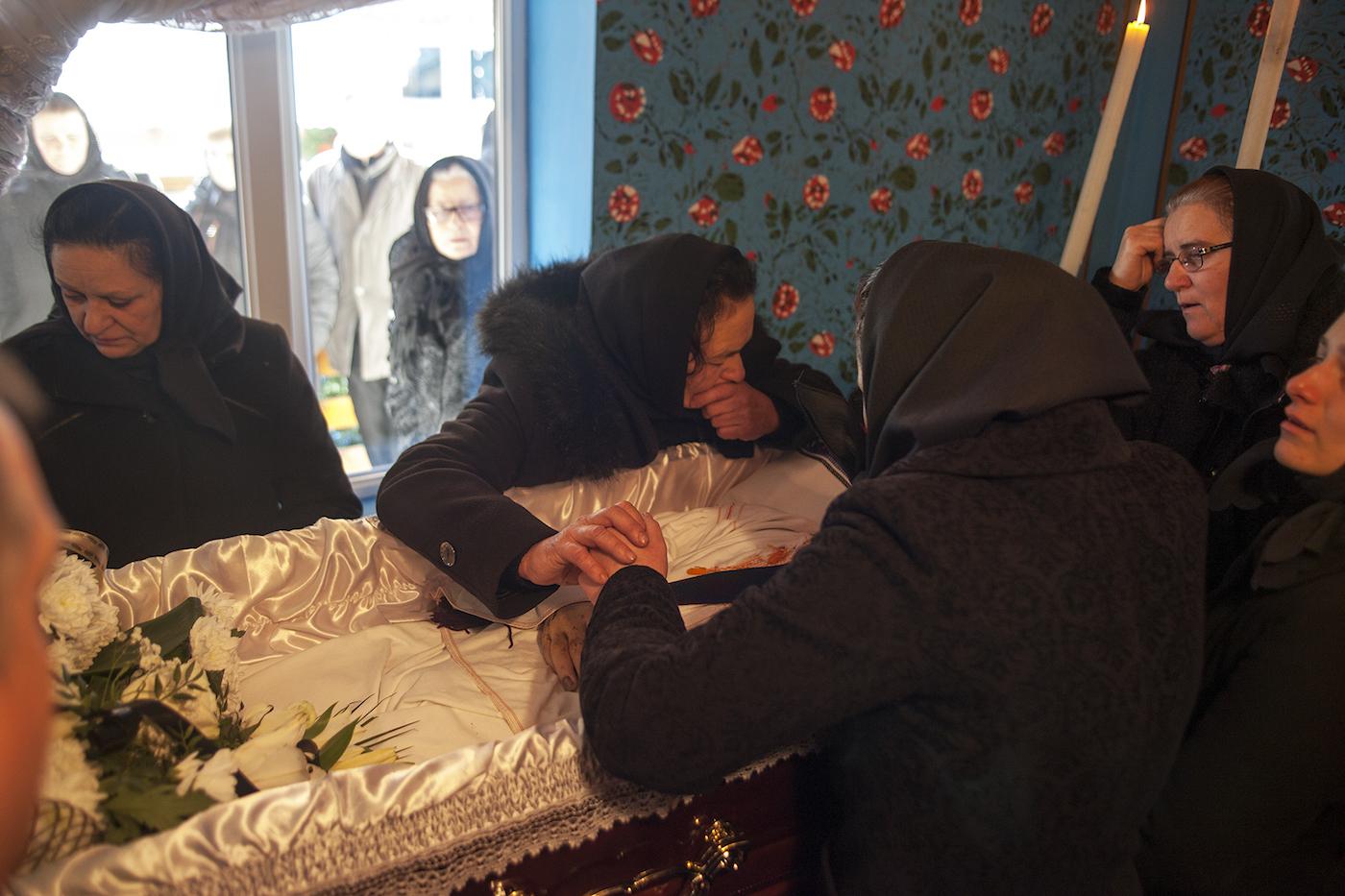 Di Săpânța, jenazah akan dibaringkan di ruangan khusus selama tiga hari. Foto: Silviu Gheție.