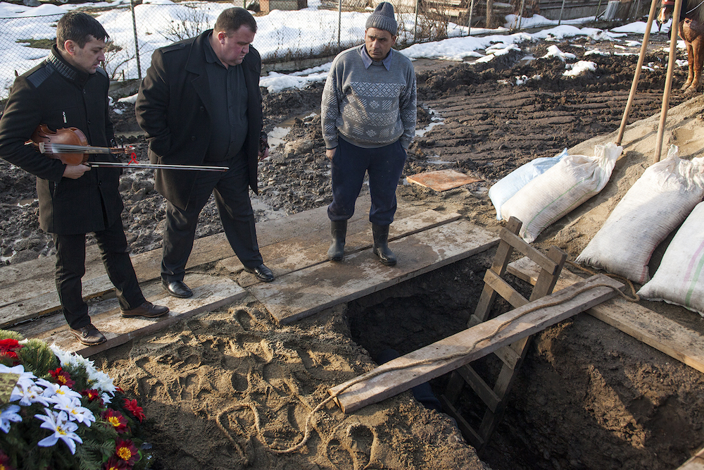 Lahan pemakaman di Merry Cemetery cukup mahal. Foto: Silviu Gheție.