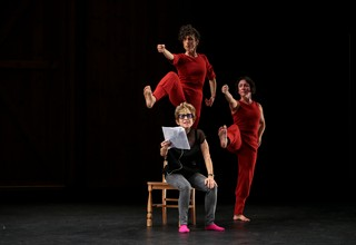 Netta Yerushalmy (top) and dancer Taryn Griggs (right) illustrate a reading by Carol Ockman (seated) in 'Paramodernities II'; photo by Hayim Heron, courtesy of Jacob's Pillow, 2018.