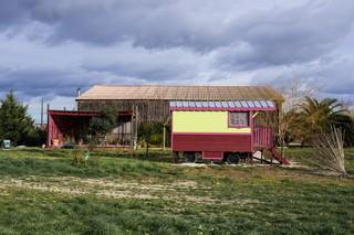 1551180302591-02-Ferme-de-Bernard-Mas-auto-construit-et-ecologique