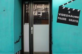1551947646753-Sexkino-Eingang