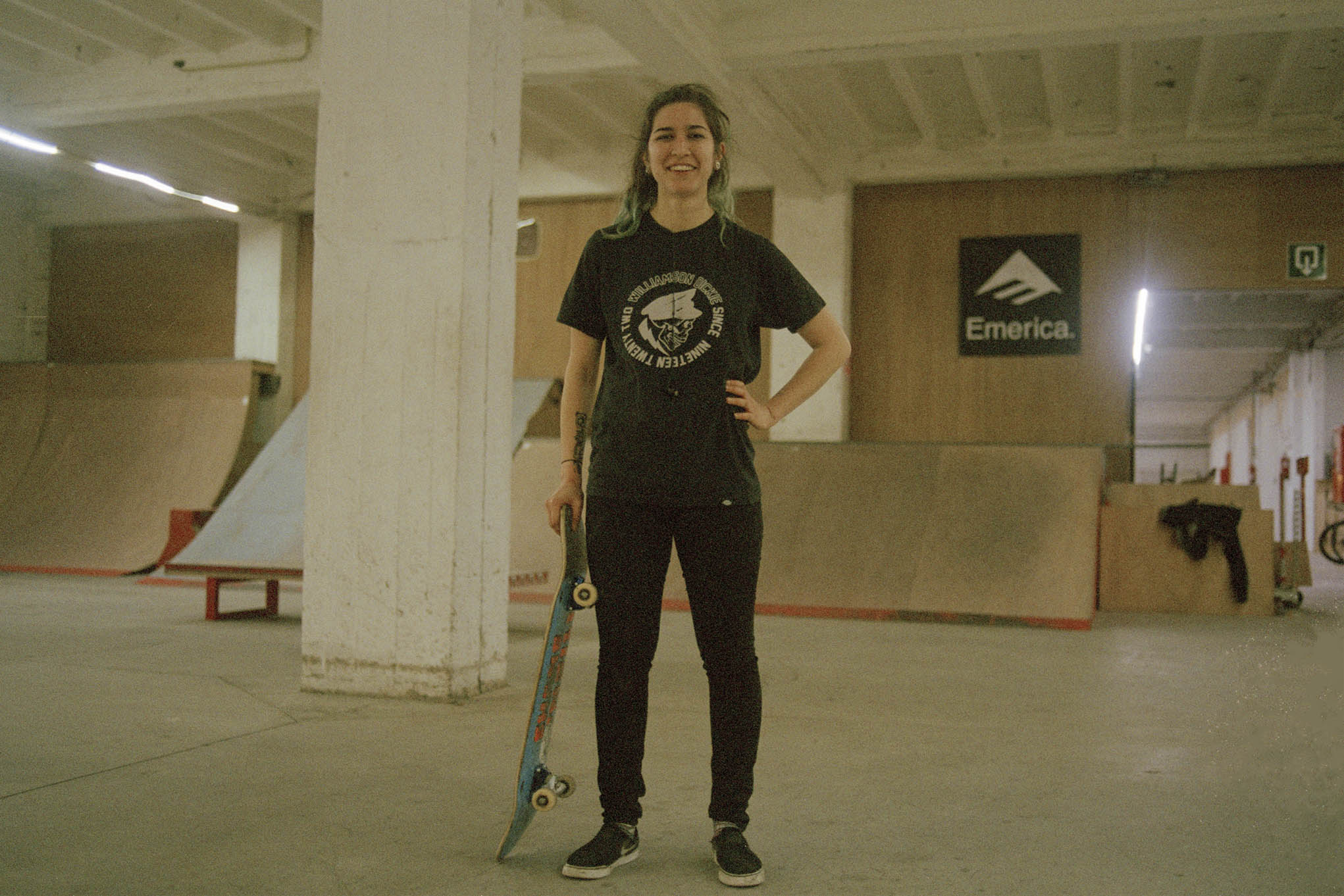 0d32041686e2a7 On a demandé à des meufs ce que c'est de skater en Belgique - VICE