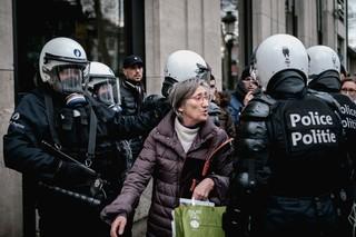 betoging-brussel-oude-vrouw-aurelien-ernst