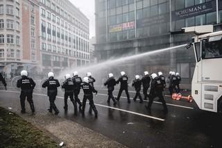 betoging-brussel-politie-waterkanon-aurelien-ernst