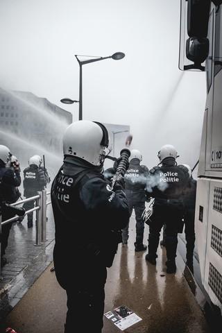 betoging-brussel-politie-schiet-traangas-waterkanonnen-aurelien-ernst