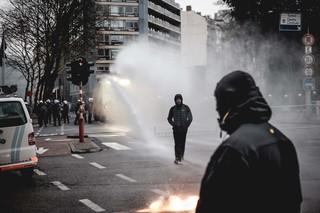 betoging-brussel-betogers-waterkanon-aurelien-ernst