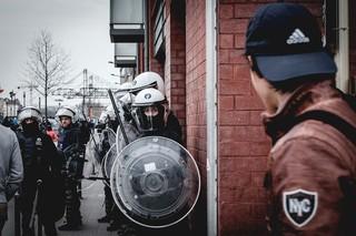 protest-brussel-politie-helmen-en-schilden-op-straat-aurelien-ernst