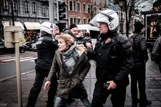 protest-brussel-politie-arresteert-betoger
