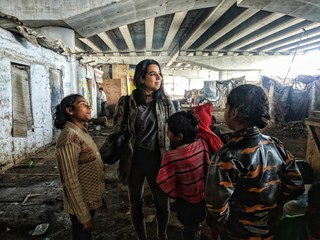 1552396570029-1-Yusra-Khan-with-kids-from-Yellow-Streets