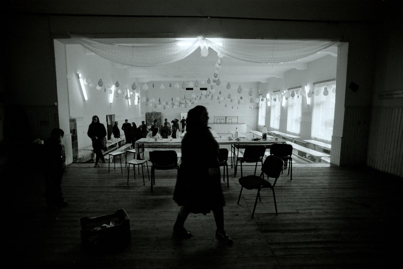femeie pe scena