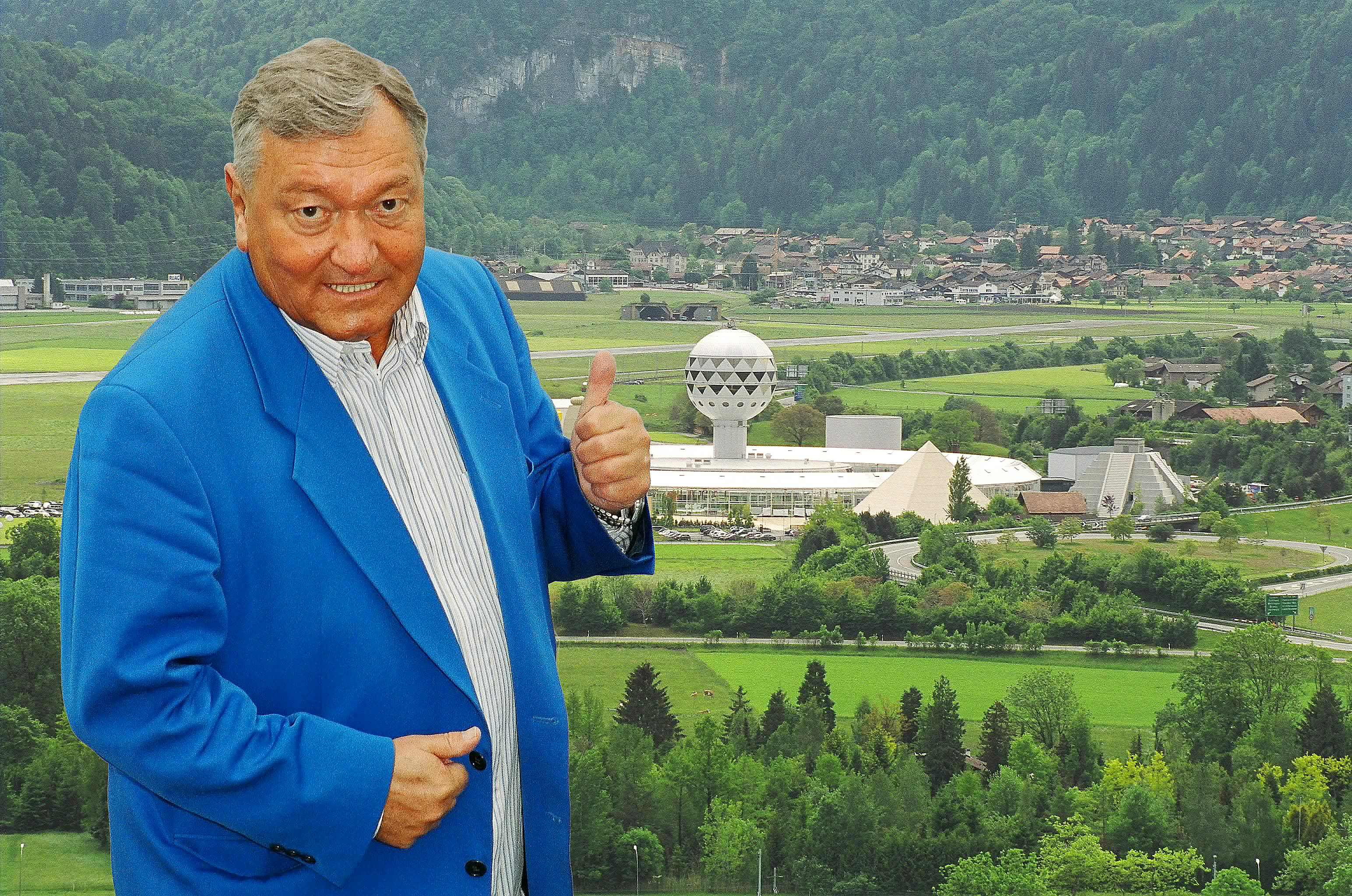 Erich von Daniken, in a blue jacket, in front of the Mystery Park theme park