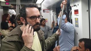 uñas en el metro