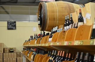 1553870030341-Calais-Vin Brexit Wine Shop