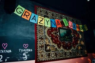 dywan na ścianie z napisem Grażyna i Janusz