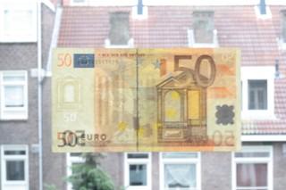50 euro biljet aan raam