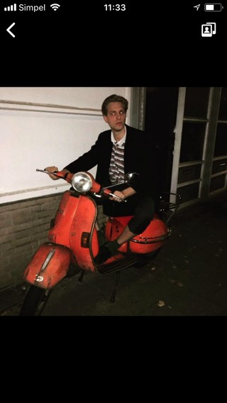 Man op scooter