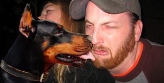 hond likt man