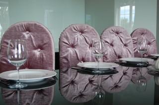 Roze fluwen stoelen