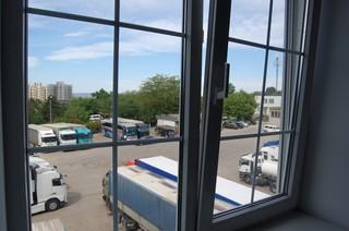 Parkeerplaats met vrachtwagens