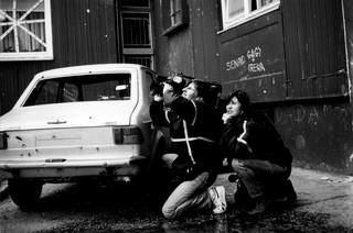 1554813372800-Photo5_Sarajevo_voiture_cBernard_Jacquemart