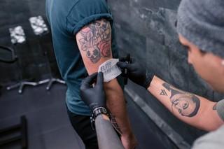 tattoo schets aanbrengen
