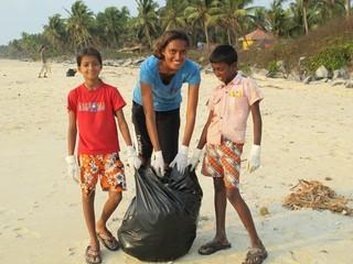 1554905265390-Beach-clean-up-Sundays-2