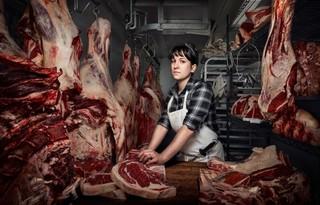 vrouw met vlees