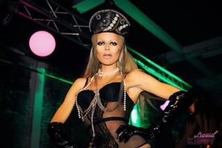 dragqueen in lingerie