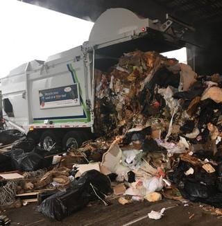 vuilniswagen vuilnis stort
