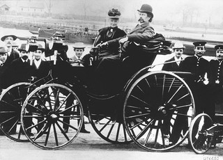 1556035307736-640px-Karl_Benz_Automobile