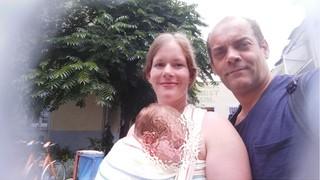 Dieter mit seiner Frau und dem gemeinsamen Baby