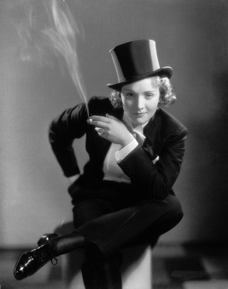 1557335374290-3_Smoking-Amy_Marlene-Dietrich