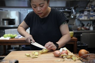 chef mei lin of nightshade restaurant in los angeles slicing ginger