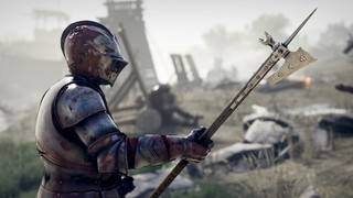 A foot knight in gothic armor in Mordhau holding a halberd.