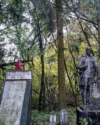 1559943167785-24_soviet_statue