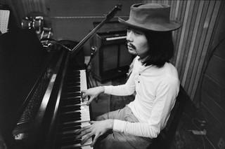 1560347569699-Hosono-recording-with-Happy-End-1970_Courtesy-of-Mike-Nogami