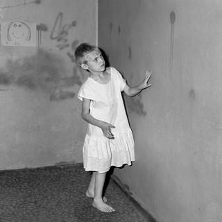 1560849271731-4_Roger-Ballen_Girl-in-white-dress_-2002