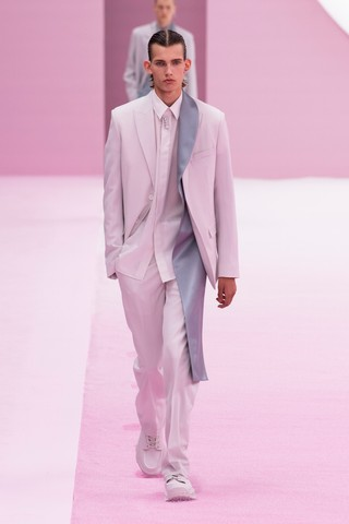 1561154618578-KEY-LOOKS-DIOR-MENS-SUMMER-2020-SHOW-LOOK-1